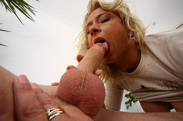 versaute milf zeigt sich beim blowjob mit ronny am pornofoto